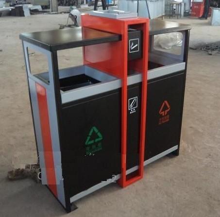 北京绿洁晨阳环保设备有限公司是北京绿洁晨阳科技发展有限公司旗下,北京市政管委指导,北京市工商局批准成立的一家专业的环卫设施公司, 我公司专业生产各种材质垃圾桶,以订做为主。根据目前市场的需求,我公司主要开发了以下几种材质垃圾桶,适应市场需要。 1。 塑料垃圾桶 规格有:1100L 660L 240L 120L 100L 50L 35L等 颜色有:蓝 灰 绿 军绿 橘红 黄色等。 2.